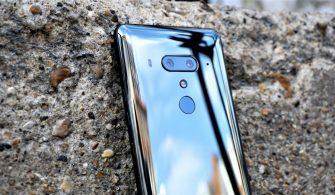 HTC 2 Telefon Birden Tanıtarak Herkesi Şaşırttı